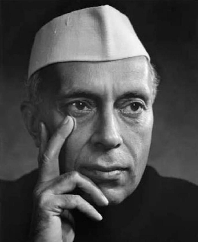 'प्रोपेगंडा संघ' के निशाने पर क्यों रहते हैं पंडित नेहरू