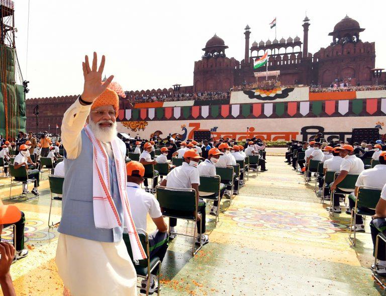 प्रधानमंत्री नरेंद्र मोदी की बदहवासी, संबोधन और नए-पुराने वादे